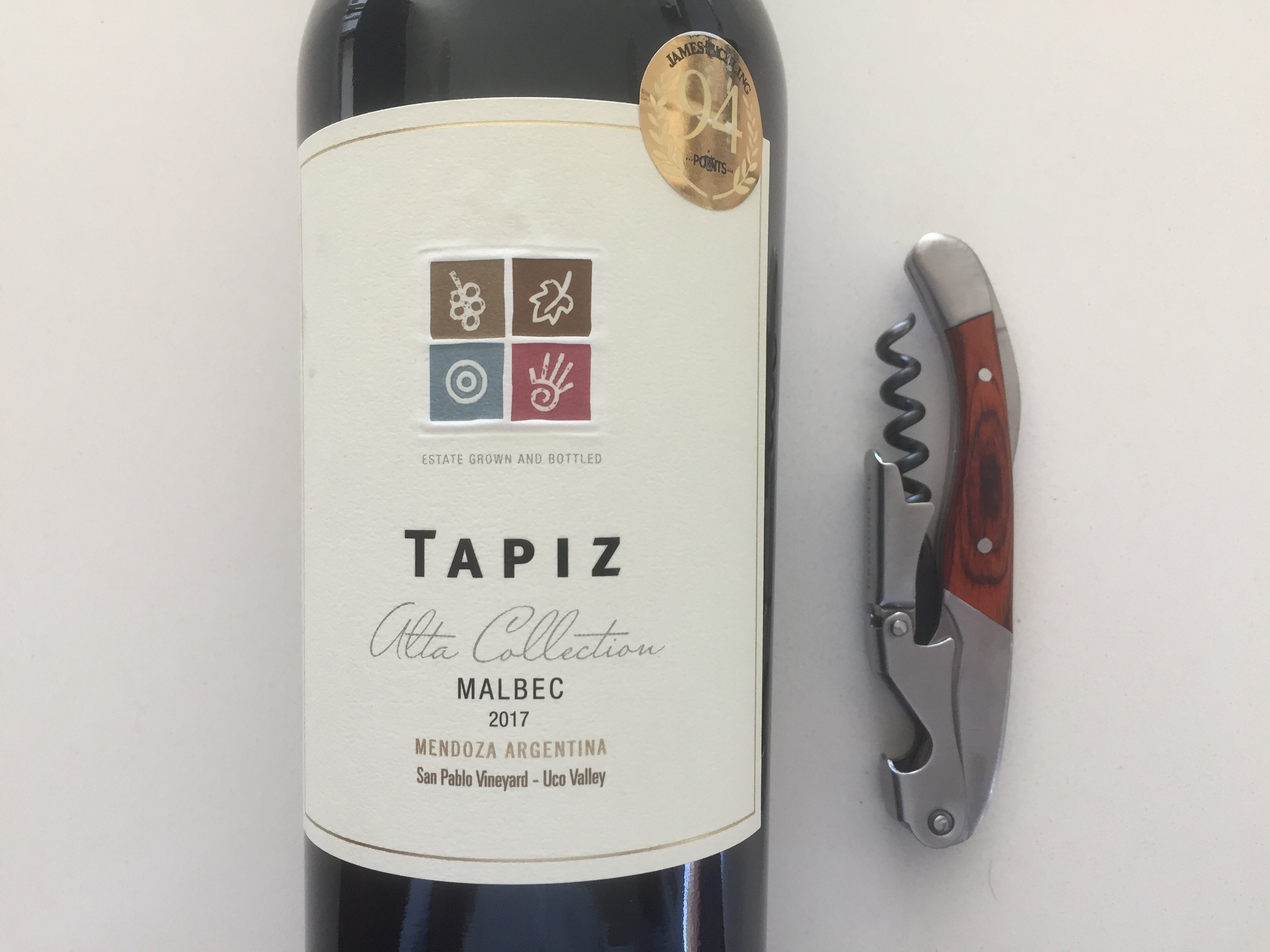 Bottle and front label of Tapiz 2017 Malbec
