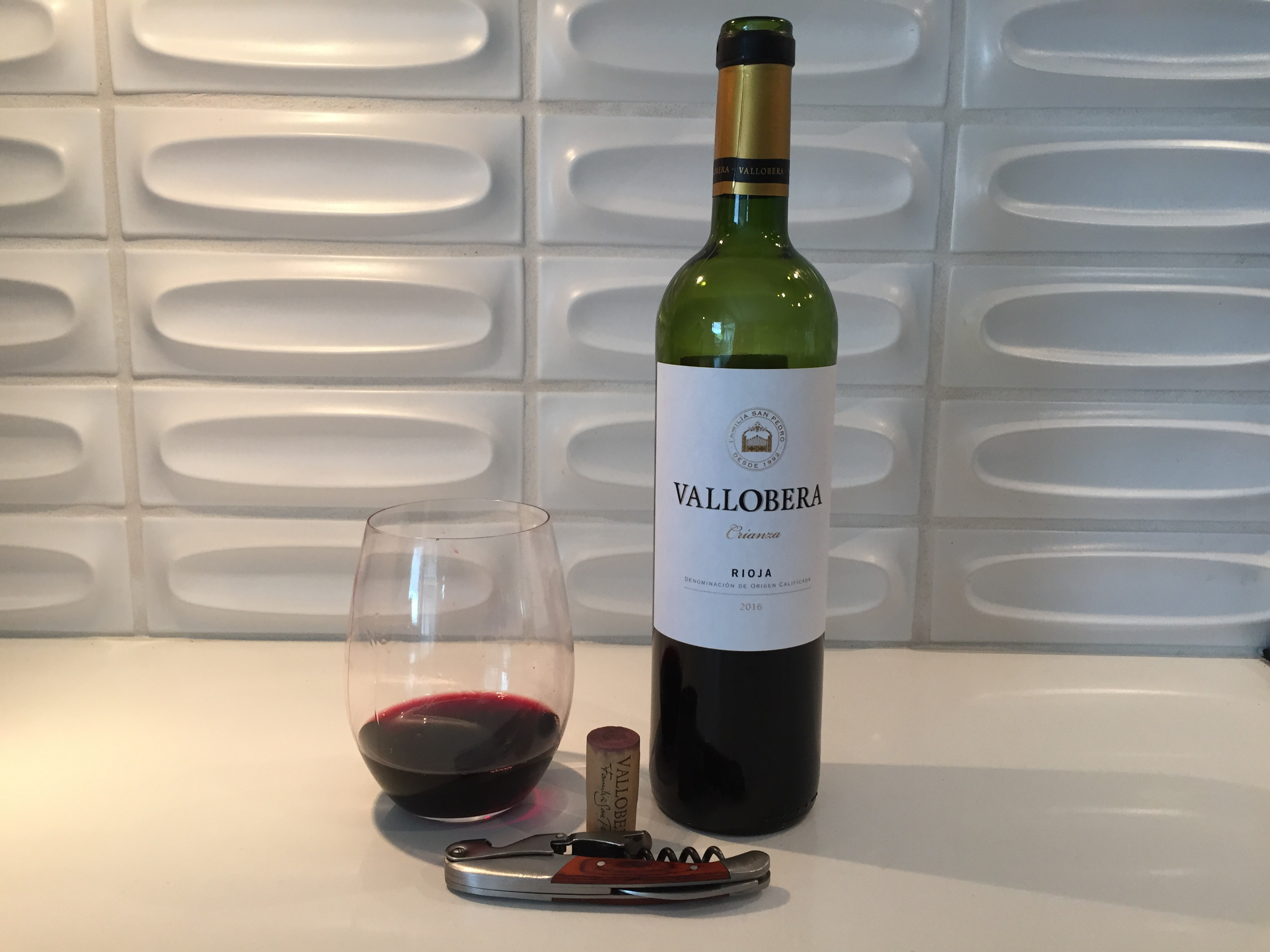 Glass and bottle of 2016 Vallobera Crianza Rioja